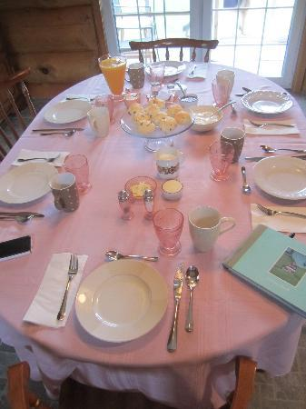 The Ponderosa Bed & Breakfast: Dinning table