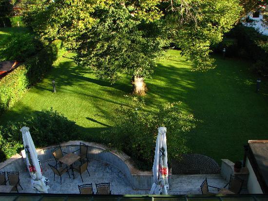 Gastehaus Maria: Garden view from our window