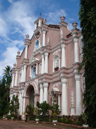 Villa Escudero Resort: Century old church/museum
