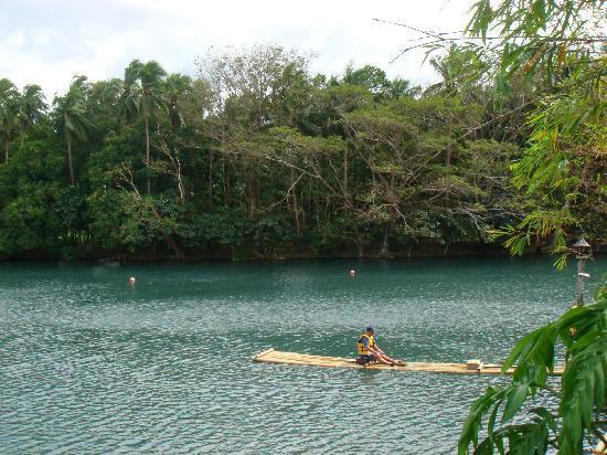 Villa Escudero Resort: Take a boat ride in the dam