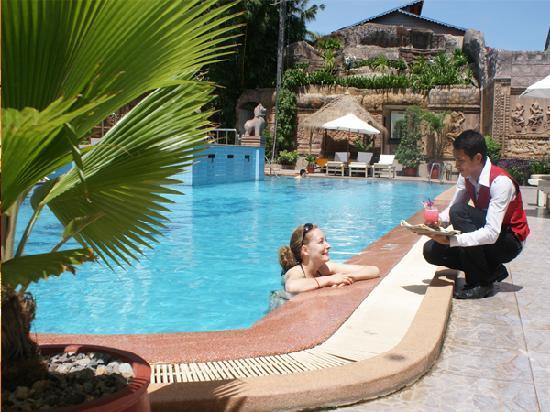 New Angkorland Hotel: Pool Bar