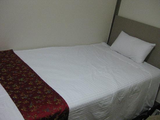 Nana Residence: シングルのお部屋のベット