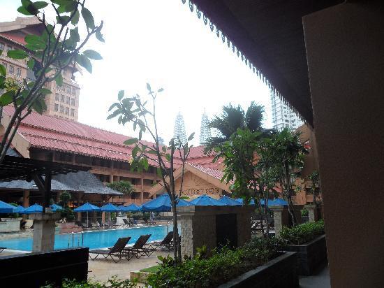 โรงแรมเดอะรอยัล ชูลัน กัวลาลัมเปอร์: fron our room