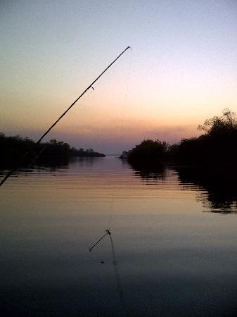 Kariba, ซิมบับเว: Fishing at sunset on the Lake