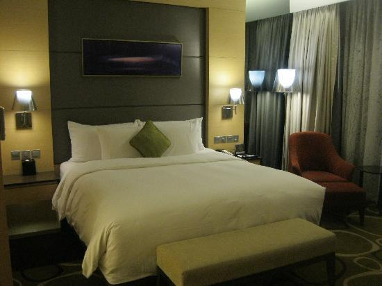 Crowne Plaza Hotel Hong Kong Causeway Bay: King Size bedroom