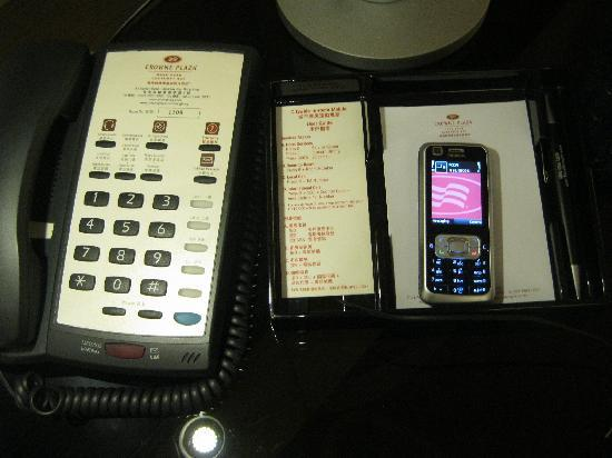 Crowne Plaza Hotel Hong Kong Causeway Bay: Mobile phone connected to room phone