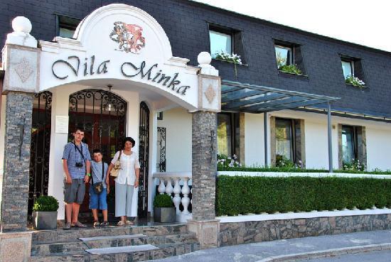 Aparthotel Vila Minka: In front of Vila Minka