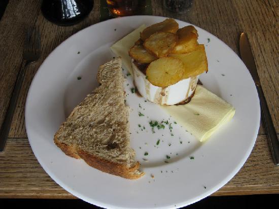 The Yorkshireman: Bistro main course - lamb hot pot