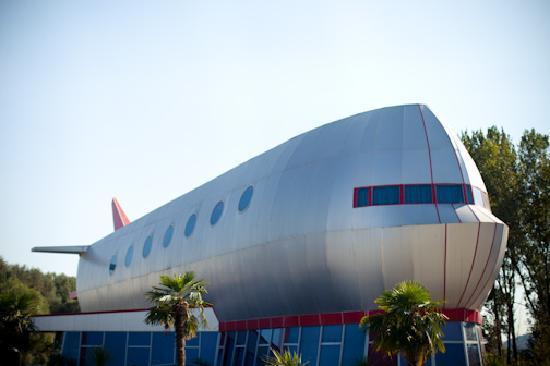 Vila Aeroport: Fun architecture