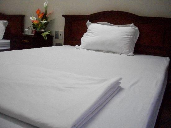 Ky Moi Hotel : Bed in double room