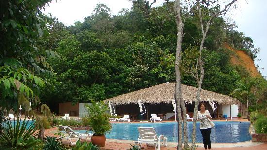 Tiwa Amazonas Ecoresort: Tiwa Havuz kenarı