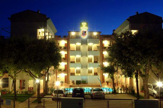 Villa la Cavaliera di notte