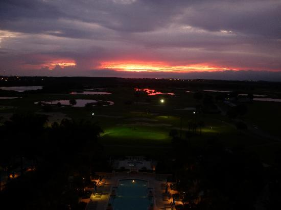 Omni Orlando Resort at Championsgate: formal pool at sunset