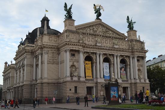 Citadel Inn Hotel & Resort : Lviv's famous opera house