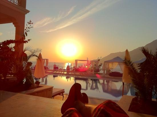 Lukka Hotel: pool & sunset