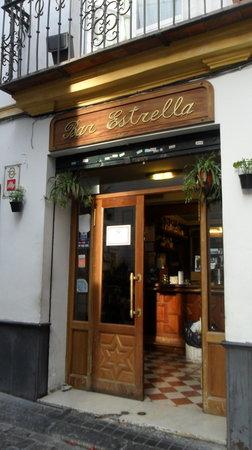 Bar Estrella: L'esterno