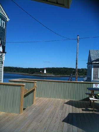 Cohill's Pub : on the deck on beautiful day