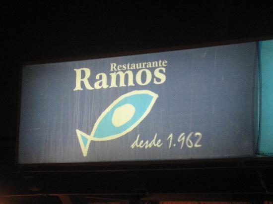 Restaurante Ramos : cocina marinera fijura en el rotulo la antiguedad del local