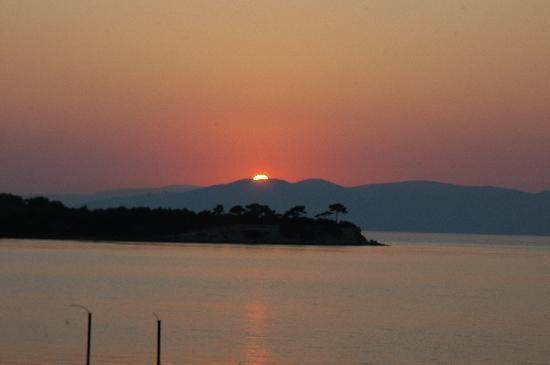 Kalem Island Oliviera Resort: Sunset at Oliviera Resort on the Lesbos ısland