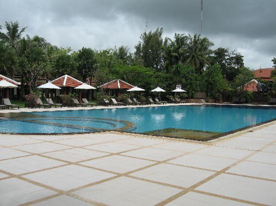 Royal Angkor Resort & Spa: lovely pool