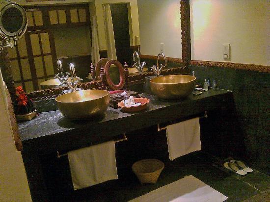 Dwarika's Hotel : bathroom