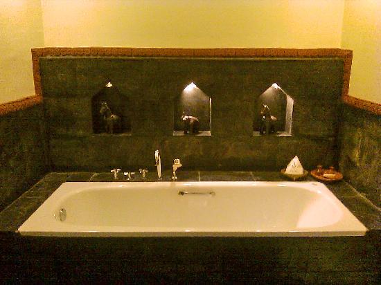Dwarika's Hotel : bath
