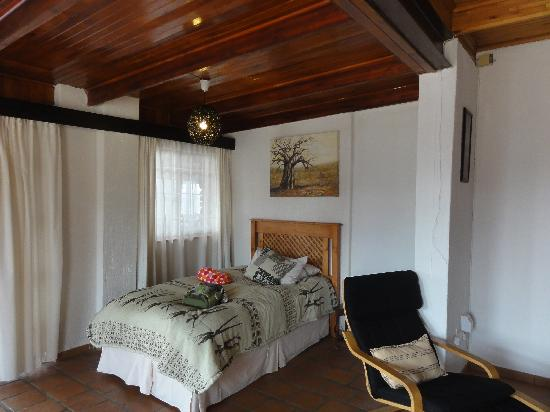 Acra Retreat - Mountain View Lodge - Waterval Boven: Kids corner in our room