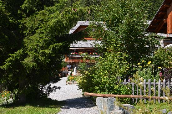 Das Almdorf - World Peace Eco Resort: In the village