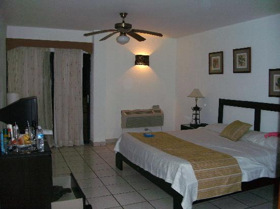 Coral Costa Caribe Resort & Spa: Room S323