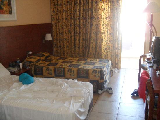 Hotel Best Tenerife: Our room (Mind the mess)