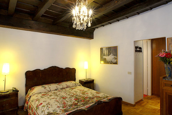 Rome Accommodation Governo Vecchio: Master bedroom