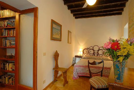Rome Accommodation Governo Vecchio : Double bedroom