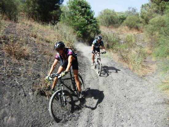That's Amore Cycling Excursions: Volcanic sand downhill