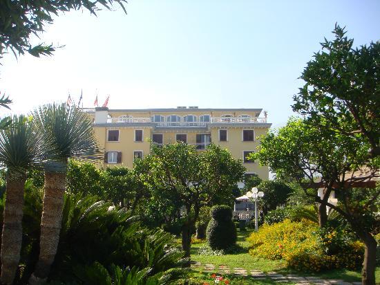 La Medusa Hotel & BoutiqueSpa: the hotel from the garden