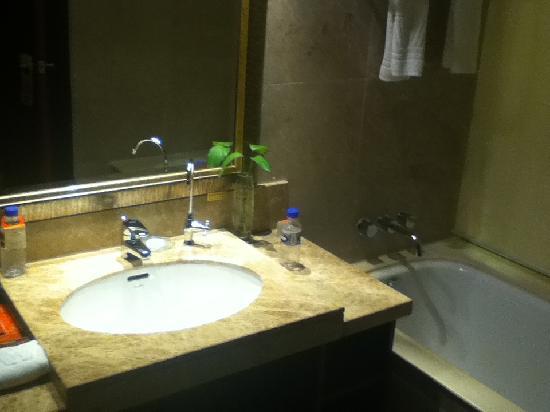 Wahtong Cheng Hotel: the wash basin
