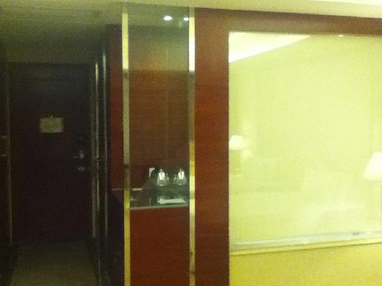 Wahtong Cheng Hotel: enter the room here