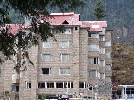 Golden Tulip Manali: hotel from outside