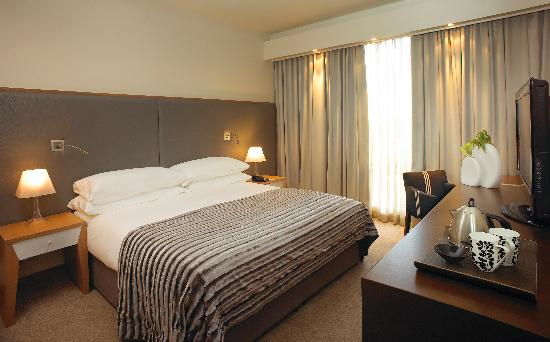 Southern Sun Hyde Park Sandton: Standard Bedroom