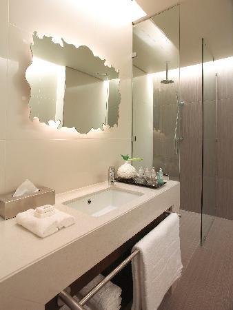 Southern Sun Hyde Park Sandton: Bathroom