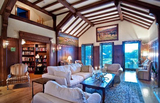 Glen Gordon Manor: Hunt Room