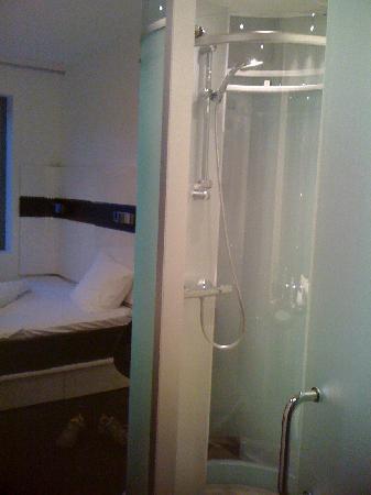 เวคอัพ โคเปนเฮเก้น โฮเต็ล: Entrance towards bed