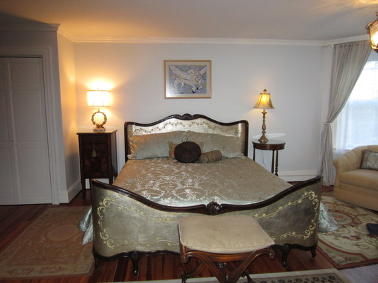 The Post Cottage: West guest room