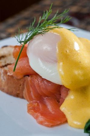 Glen Gordon Manor: Poached egg w/ Smoked Salmon