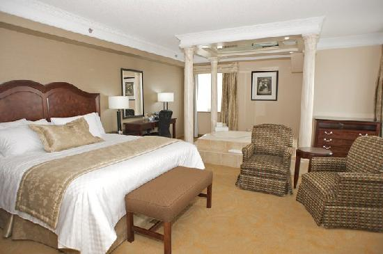 Monte Carlo Inn & Suites Downtown Markham: Jacuzzi Suite
