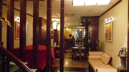 Golden Lotus Hotel: Lobby cum Restaurant