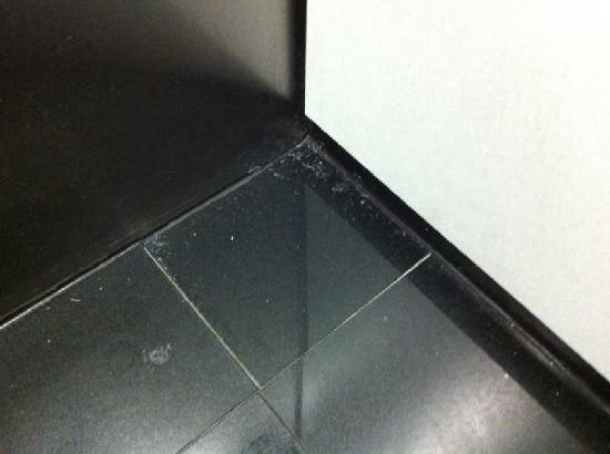 Holiday Inn Express At JFK: Der staubige Boden des Aufzugs