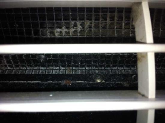 Holiday Inn Express At JFK: Verkeimter Luftauslass der Klimaanlage! Gesundheitsgefahr!