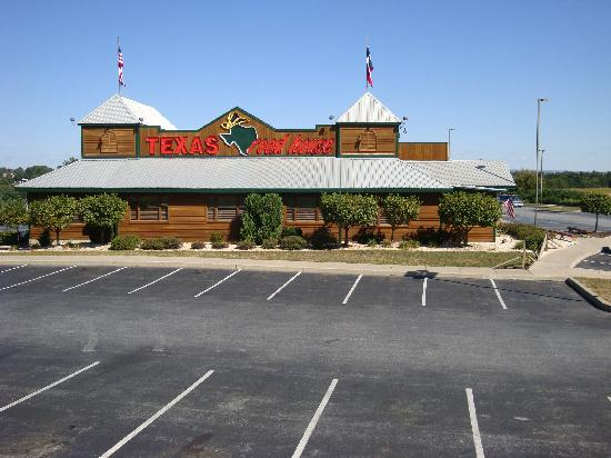 Red Roof Inn Lancaster: Texas Roadhouse (in Hotel Parking Lot)