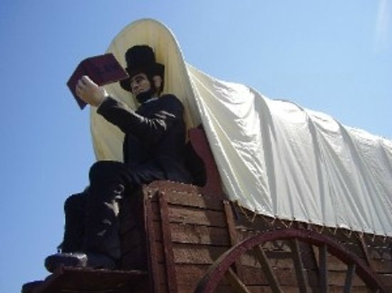 Lincoln, IL: Honest Abe atop the World's Largest Covered Wagon!