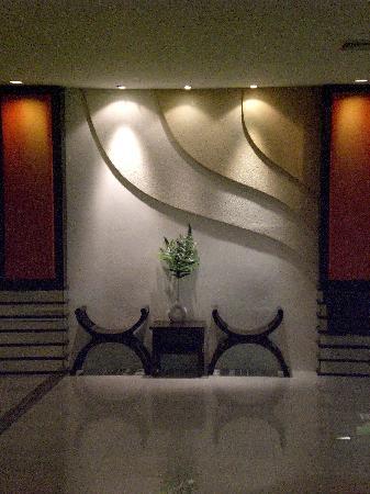 Bangkok Natural Spa & Resort: corridoio